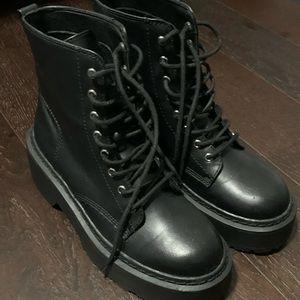 NWOT Steve Madden Slasher Platform Combat Boots